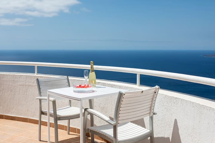 Romantic apartment with views and jacuzzi pool