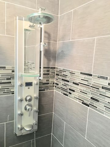 8 shower jets, rain shower head, faucet, handheld shower head.