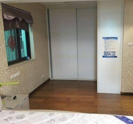 全新电梯房出租 有停车位,独立厨卫阳台24小时监控 - Wuzhou Shi - Flat