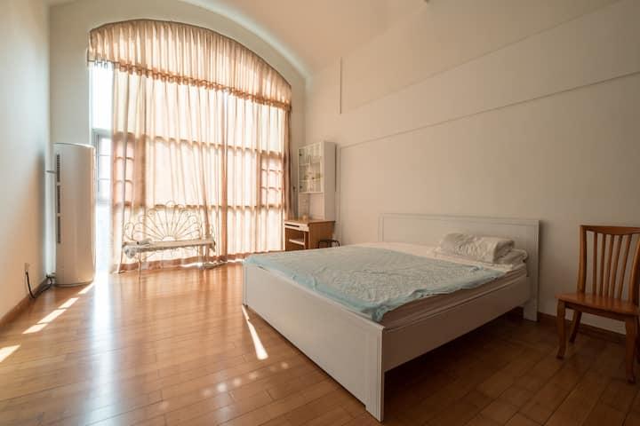 深圳北站/龙华/华为/富士康/附近复式顶楼豪华大房阳光次卧大床房和和之家