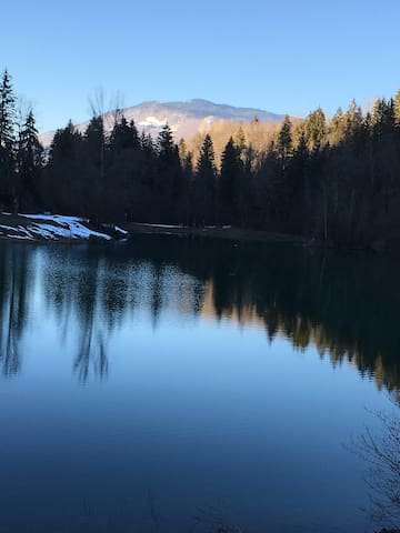 à proximité le lac et pêche