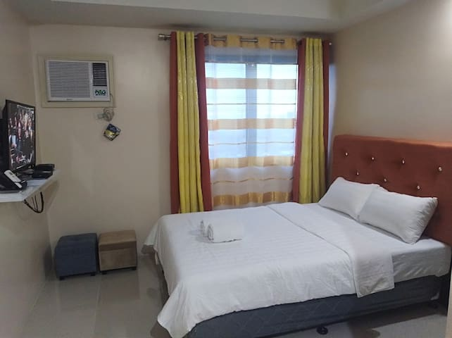 Lucky Room2 w/Unlmtd Wifi+Cable+Pool+Near SM&Ayala
