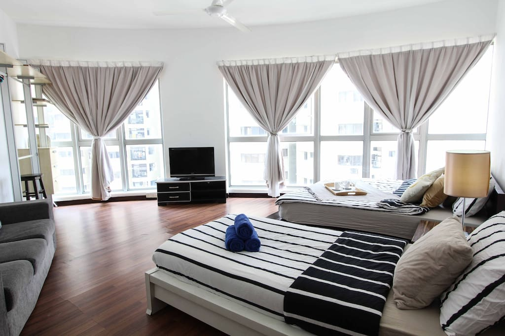 3BR BIG Family Suite. KLCC View Regalia Supreme SKY Pool _Master Bedroom_ *1 Queen Bed+1 Single Bed