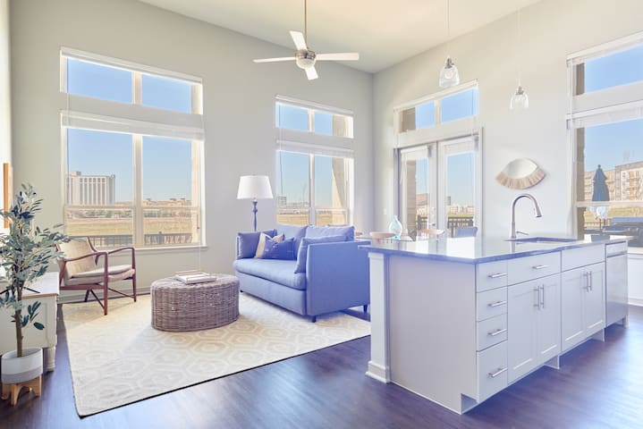 Sonder | Jefferson Eastshore | Ideal 3BR + Terrace