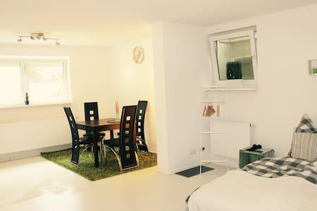 Schöne, helle Einliegerwohnung mit Garten - Brühl - Wohnung