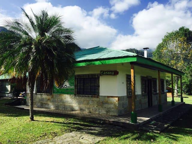 Casona de descanso en Parque de Aventura Ecocenter - Santandercito - Houten huisje