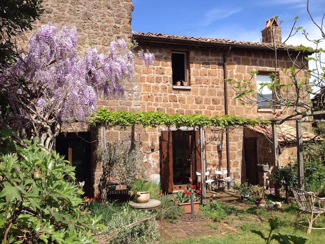 Charming House with Garden  in TUSCIA - Barbarano Romano - Talo