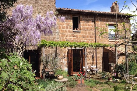 Charming House with Garden  in TUSCIA - Barbarano Romano - Haus