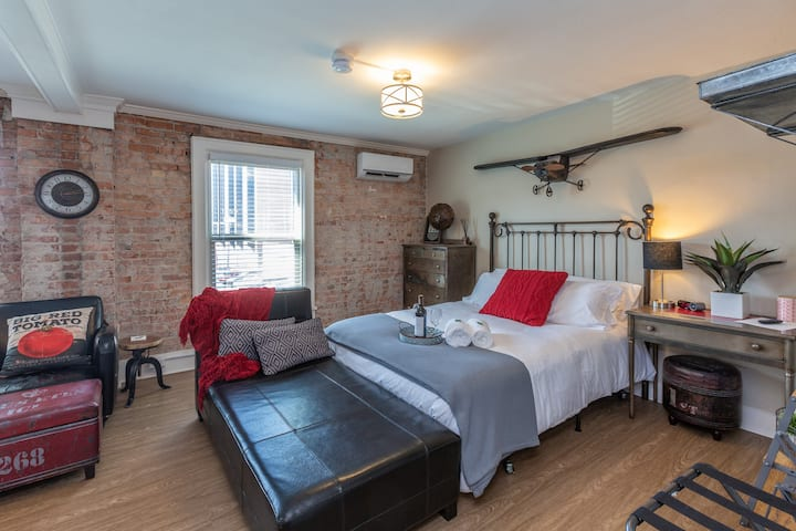 ★ 5 Star Downtown Studio w/ Exposed Brick Walls ★