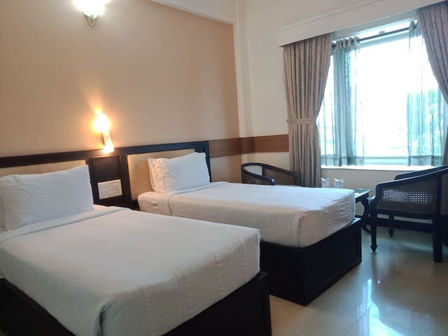 Parays -Twin Bed room , Ac, TV