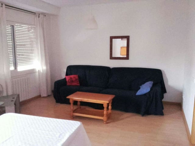 Wohnung Sabadell (25 km bis Barcelona / 10 km  UAB - Sabadell - Appartement