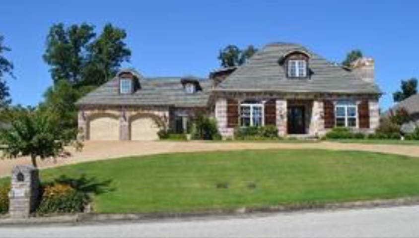 Beautiful 4300 square foot home! - Jonesboro - Casa
