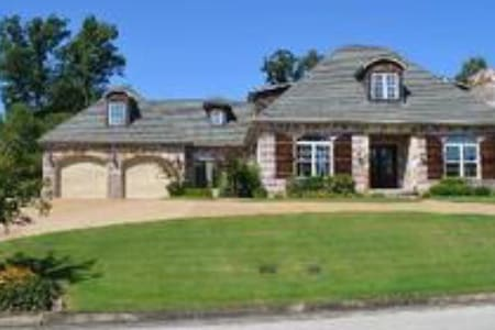 Beautiful 4300 square foot home! - 琼斯波罗(Jonesboro)