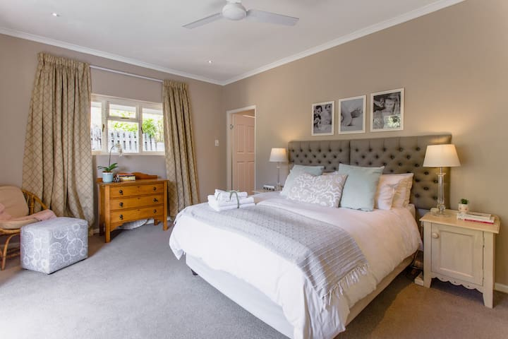 Large master bedroom with French doors opening up onto pool area. It gets beautiful morning sun and has a full en suite with shower and bath. The ceiling fan helps for those warm nights.