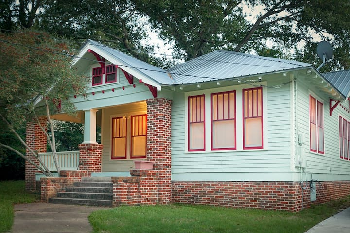 Cute Bungalow near Downtown Brenham