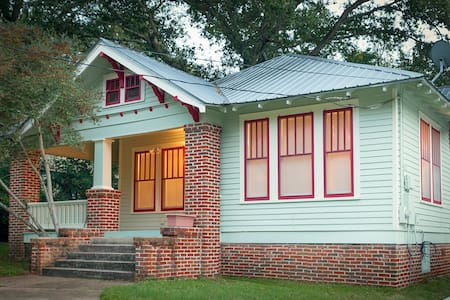 Cute Bungalow near Downtown Brenham - Ház