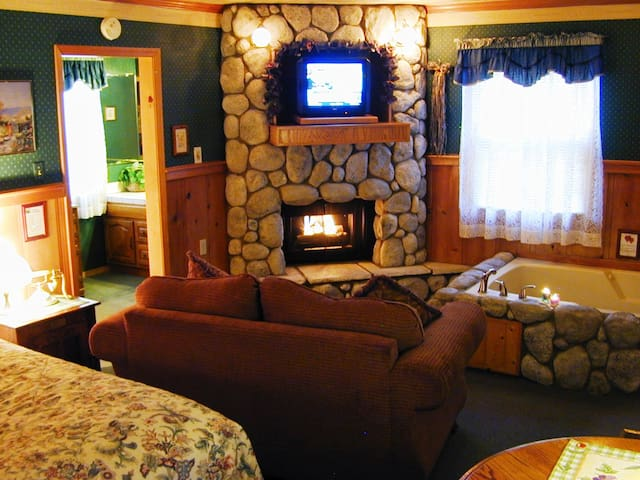 Cathy Cottage C06 - King w/Spa & Fireplace