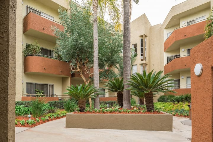 CLEAN ONE BEDROOM POOL+JACUZZI! - Los Angeles - Apartment