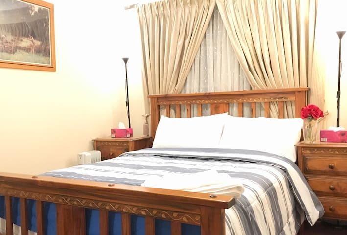 Homely Private Room / Queen Bed / 20min Airport