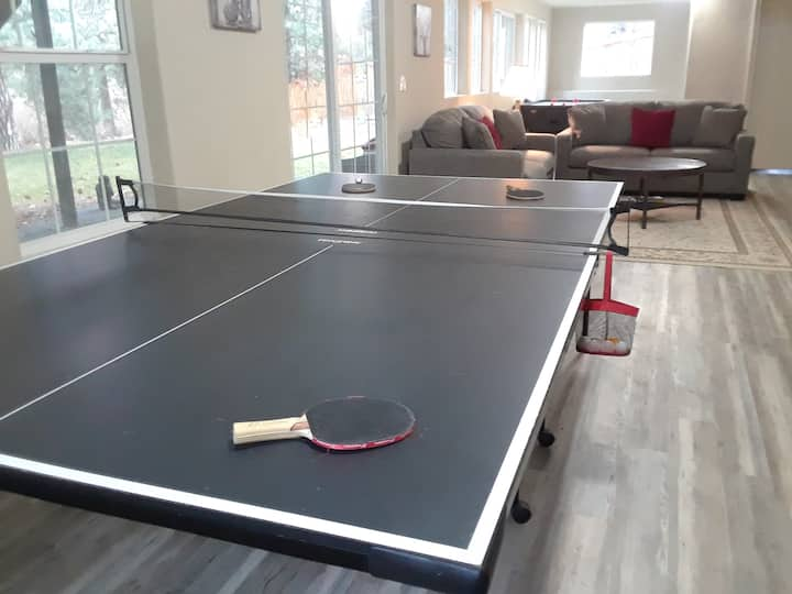 3Bedrm/Sleeps10/PING PONG/Kitchen+Mins to Downtown