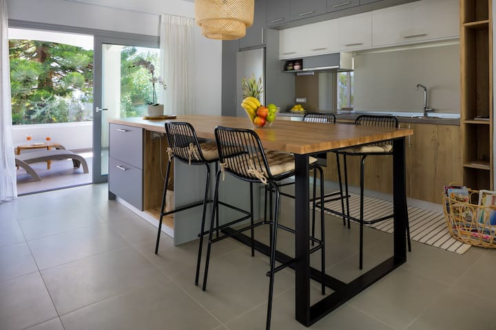 2 bedrooms,Modern house,overlooking sea&mountains