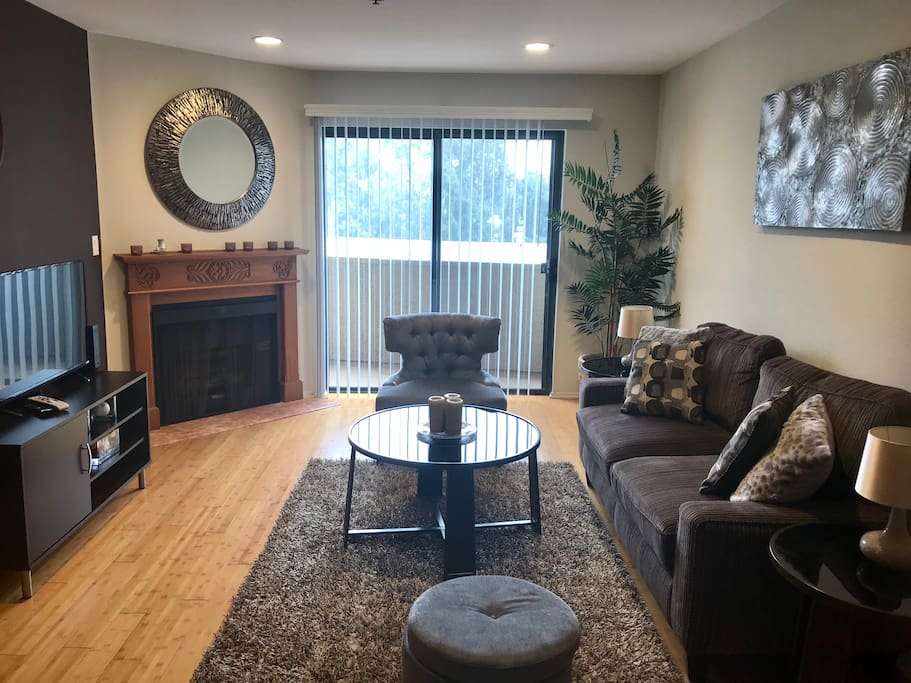 Stylish 1 Bedroom Apt In Westwood Apartments For Rent In Los Angeles California United States
