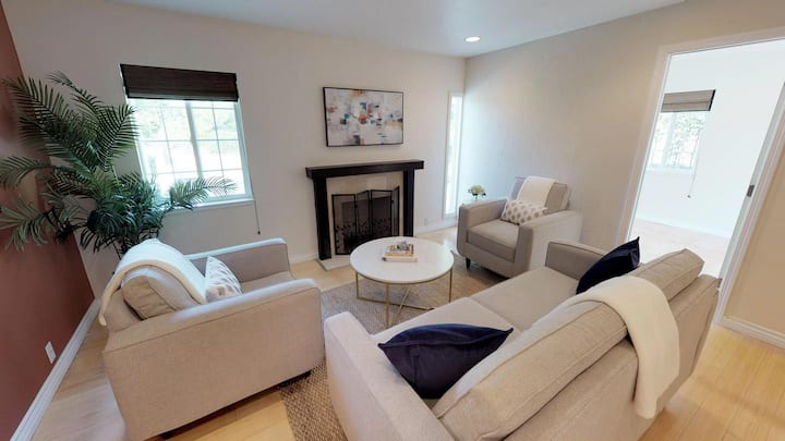Private room in Classic Palo Alto home with lovely patio