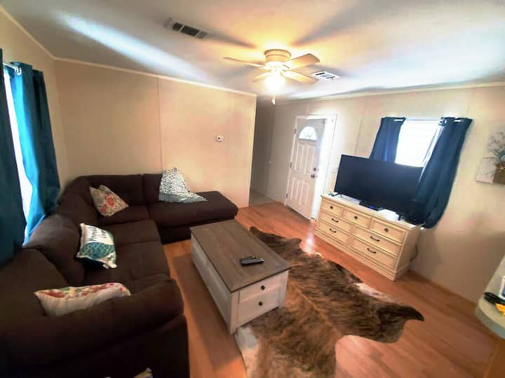 Cozy Retreat on Flying Eagle! Airboat friendly!