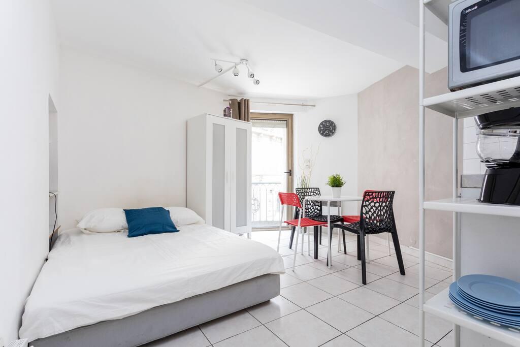 studio tr s fonctionnel ecusson appartements louer montpellier languedoc roussillon france. Black Bedroom Furniture Sets. Home Design Ideas