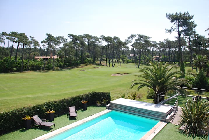 Beaches/thalasso/golf/tennis/forest:quite on foot!