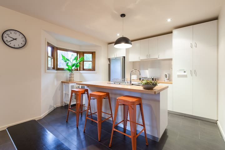 FOREST LODGE 'Studio Guest House' Healesville.