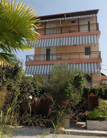 Apartments Sdoukos