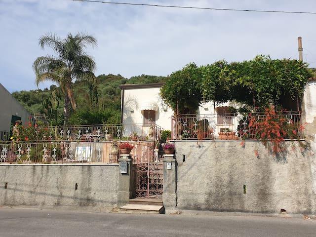Manor house on Saponara hills