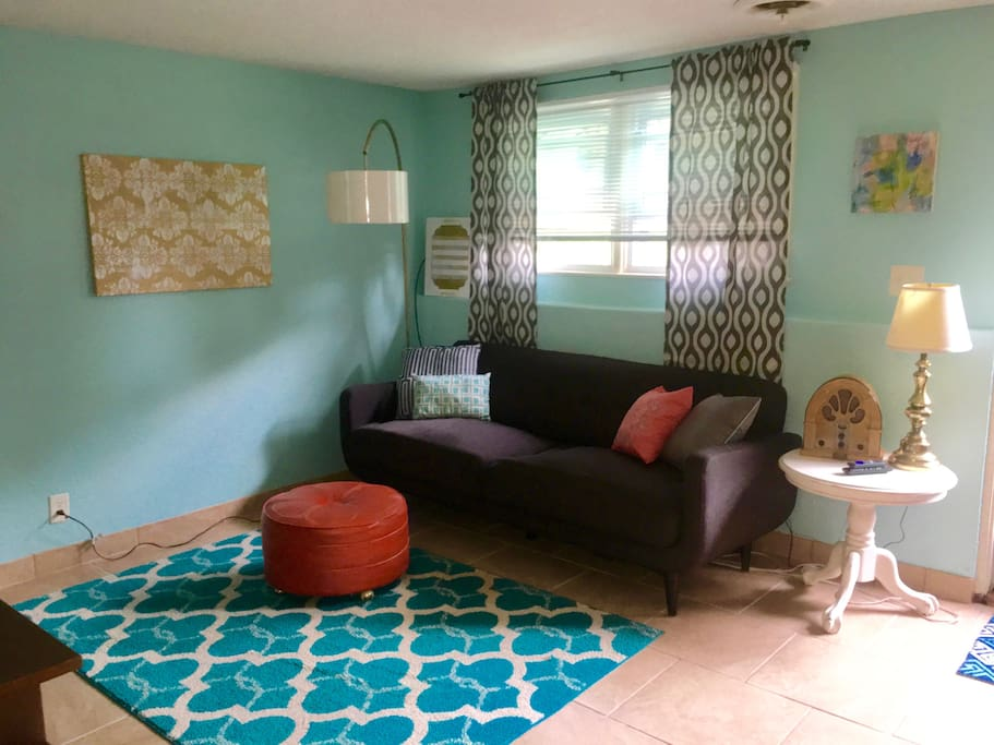 Cool Remodeled Eclectic One Bedroom Bring Pets