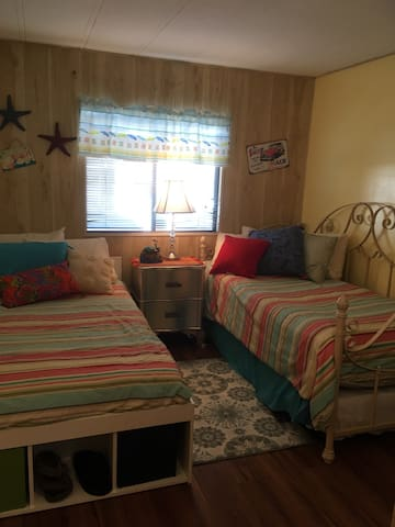 Bayside Home - Bedroom and Bath - Fort Myers Beach - บ้าน