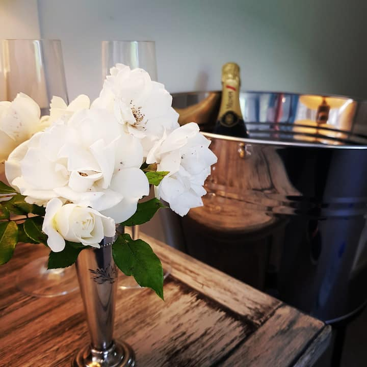 Romantic Retreat with Spa  @The Roost Waiuku