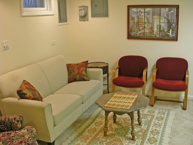 1BR 1-person Clintonville Apt, (3-week min rental) - Columbus - Apartment