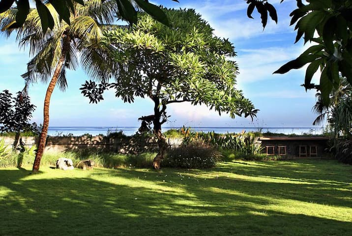 beachfront holiday villa in the centre of Lovina