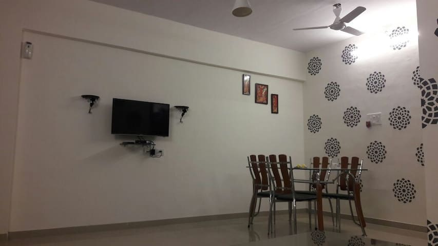 2 bhk service apartment for family/corporate