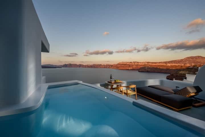 Avatar Honeymoon Suite, Plunge Pool, Caldera View