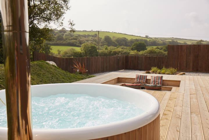 Lakeside Retreat & Hot Tub, Woolacombe 3mls