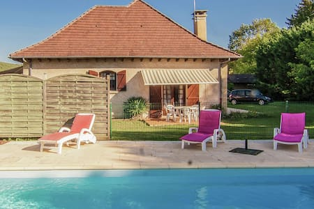 Lovely Villa in Condat-sur-Vézère with Swimming Pool