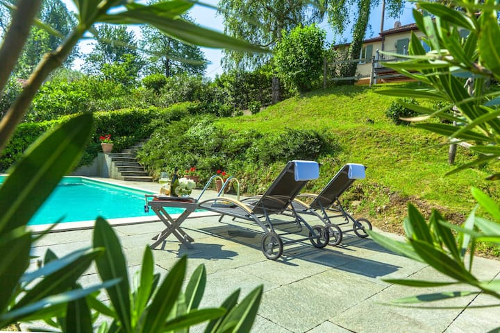 RESIDENCE WITH PRIVATE POOL AT THE LAGO MAGGIORE! - Laveno-Mombello - Hus