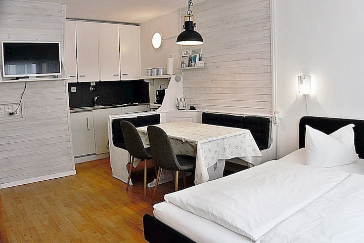 Central, cozy apart. for 2 people / parking A212 - Newly renovated