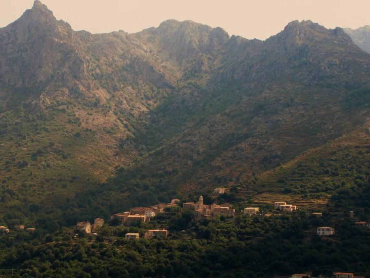 village dans la montagne corse