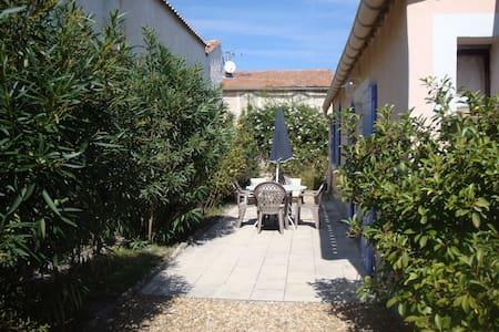 Agréable petite maison avec jardin - Saint-Rémy-de-Provence - House