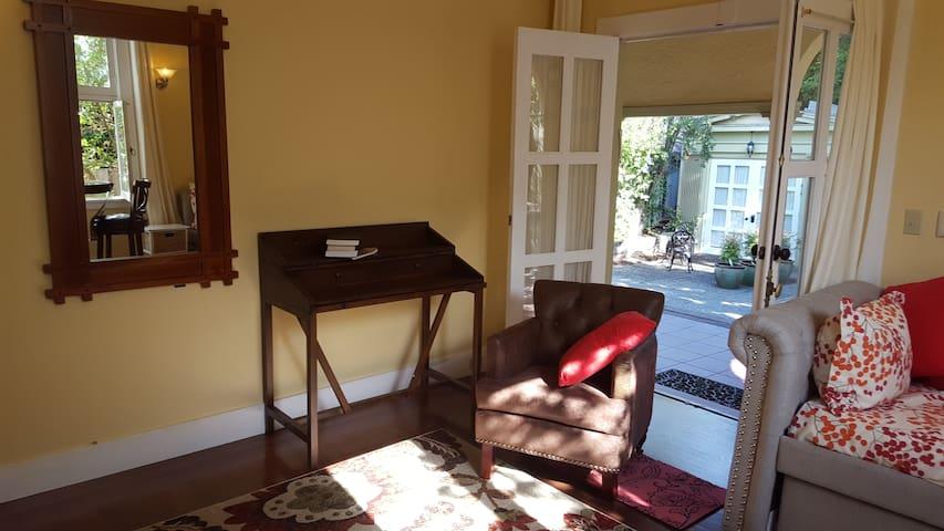 Luxury Studio in Exclusive Claremont Court
