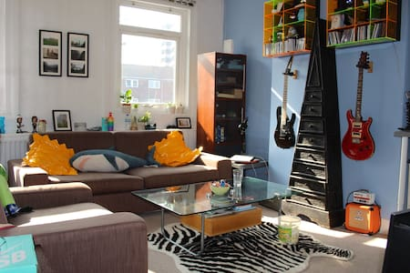 Quirky and fun house - Near to tube - London