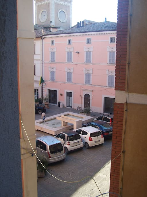 veduta esterna su Piazza Garibaldi