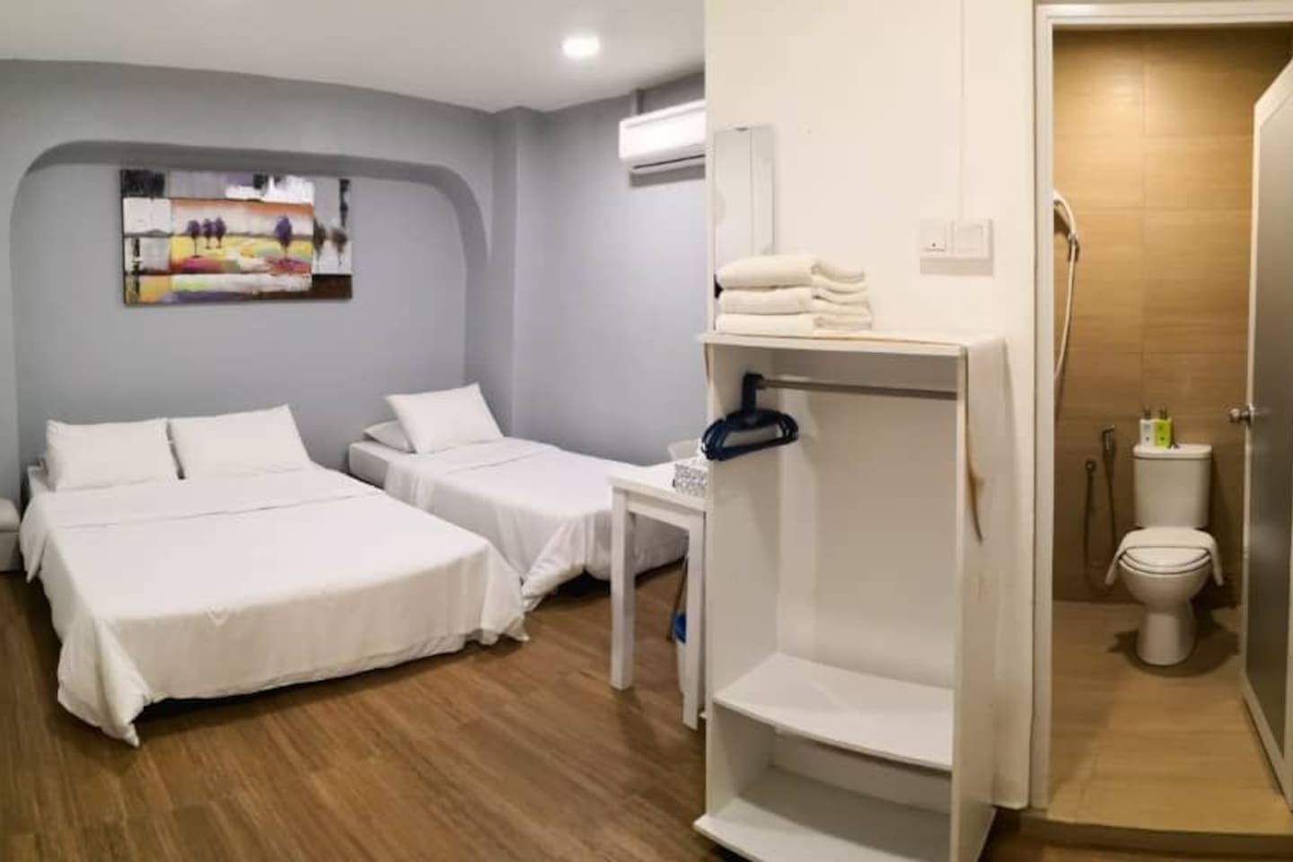 Room 103 - Triple room for 3 guest.